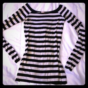 Long sleeved striped black and white blouse